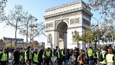 Les gilets jaunes pourraient être de retour sur les Champs-Élysées