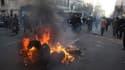 Une poubelle en flammes près de la place Azadi à Téhéran, où des heurts ont opposé manifestants et forces de sécurité. L'opposition iranienne parle de plusieurs dizaines d'arrestations lors de rassemblements interdits de soutien aux soulèvements en Egypte