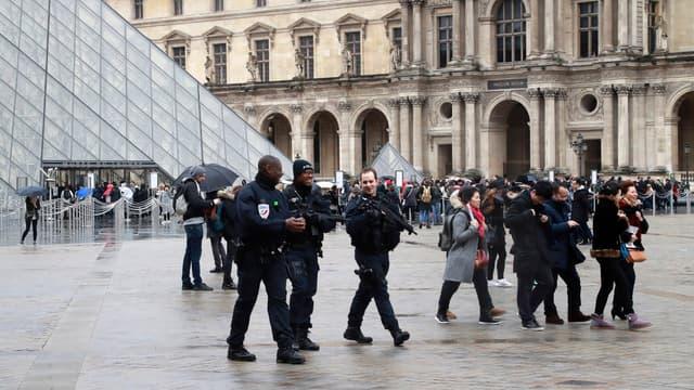 L'homme a visité le Louvre quelques jours avant l'attaque.
