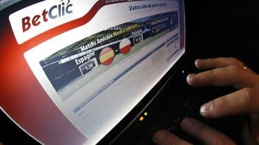 """Selon une """"estimation indirecte"""" de l'Observatoire, entre 2,4 et 2,9 millions de Français pratiquent des jeux d'argent en ligne."""