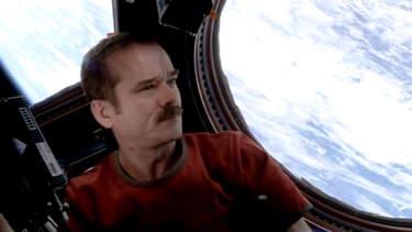 Si la voix et l'accompagnement ont été enregistrés sur ISS, le tout a été mixé sur Terre.