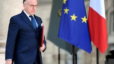 L'ancien Premier ministre Bernard Cazeneuve, sortant de l'Elysée après un conseil des ministres le 26 avril 2017