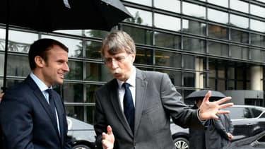 Le 23 mai, le ministre de l'Economie Emmanuel Macron testait les voitures autonomes de Renault et PSA, en présence ici de Rémi Bastien, directeur de la prospective du véhicule autonome pour l'Alliance Renault-Nissan.