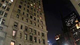 Dominique Strauss-Kahn est arrivé vendredi soir dans l'appartement qu'il occupera temporairement dans le quartier de Broadway à New York dans le cadre de sa libération sous caution. L'appartement est situé à proximité de Wall Street et de Ground Zero. /Ph