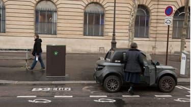 Les bornes de recharge Belib' sont universelles: elles sont pourvues de plusieurs prises permettant de brancher tous types de véhicules électriques, y compris les deux-roues