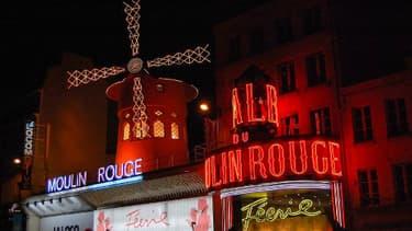 Le célèbre cabaret du Moulin Rouge, dans le quartier de Pigalle à Paris.
