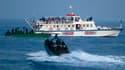 Embarcations israéliennes en phase d'approche d'un des six bateaux qui faisaient route en mer Méditerranée vers Gaza. Les réactions indignées se sont multipliées lundi en France, après l'assaut meurtrier des forces israéliennes contre une flottille humani