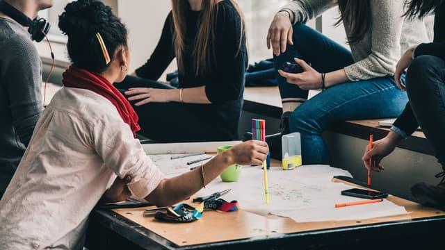 95% des Français sondés considèrent que l'ambiance au travail est le critère le plus important, que ce soit avec leurs collègues ou leur manager.