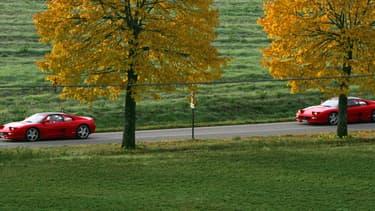 Deux Ferrari près de Florence en Italie, en octobre 2007. (illustration)