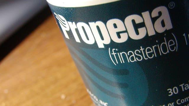 Une boîte de Propecia, le médicament prescrit contre la chute de cheveux pour les hommes