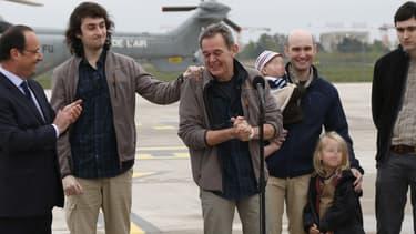 Didier François prend la parole au nom des quatre ex-otages, le 20 avril, sur la base de Villacoublay.
