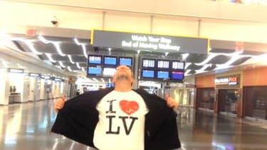Un Américain, coincé une nuit dans l'aéroport de Las Vegas, s'est filmé seul un peu partout.