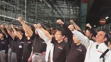 Carlos Ghosn lors du lancement de la production du nouveau Nissan Note dans une usine de la marque au Japon