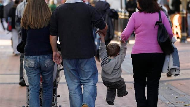Dans un entretien que publie mardi La Provence, François Hollande estime que la baisse du quotient familial est une mesure juste et efficace. /Photo d'archives/REUTERS/Darren Staples
