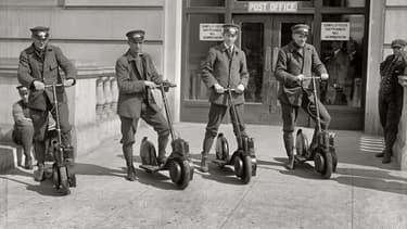 Le US Postal Office avait équipé ses postiers d'Autoped en 1916.