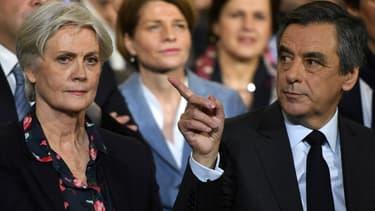 Penelope et François Fillon lors de son meeting de dimanche