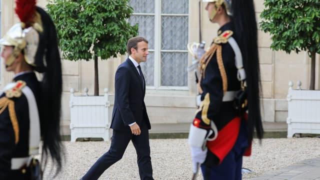 """Emmanuel Macron veut """"arrimer la société au travail"""""""