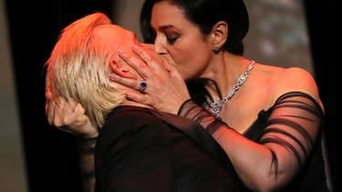 Monica Bellucci et Alex Lutz lors de la cérémonie d'ouverture du Festival de Cannes