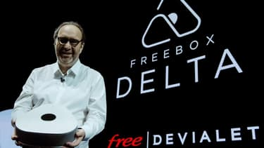 Xavier Niel  présente la Freebox Delta.