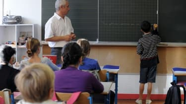 Un instituteur dans sa classe le jour de la rentrée scolaire le 5 setpembre 2011 à Nantes