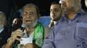 """Mahmoud Zahar, un haut dirigeant de la branche politique du Hamas, et Mohamed al-Hindi, un des dirigeant du Jihad islamique, célèbrent leur """"victoire"""" après le cessez-le-feu illimité décrété à Gaza."""