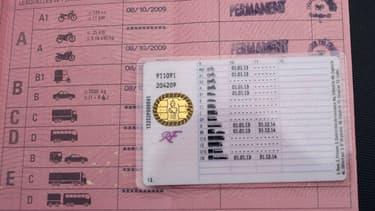 La puce électronique du nouveau permis de conduire devrait bientôt disparaître, car jugée trop coûteuse par le ministère de l'Intérieur.