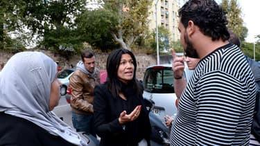 Samia Gahli devant un bureau de vote, dimanche. On lui a reproché d'avoir organisé un service de transports pour aller voter.