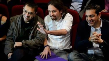 Les leaders du parti de gauche radicale espagnole Podemos, Juan Carlos Monedero et Pablo Iglesias, avec le leader de Syriza avant son arrivée au pouvoir, Alexis Tsipras.