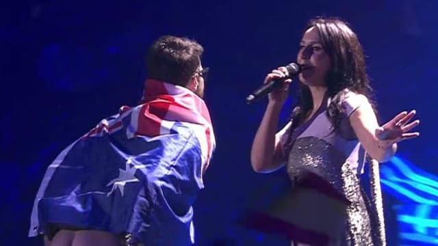 Vitalii Sediuk a fait irruption sur scène pendant la prestation de Jamala lors de l'Eurovision, le 13 mai 2017