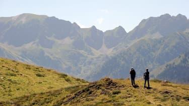 Des randonneurs dans les Pyrénées orientales