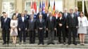 Le ministre de l'Intérieur, Bernard Cazeneuve, avec les ministres de l'Intérieur et des Transports de 9 pays européens à Paris le 29 août 2015.