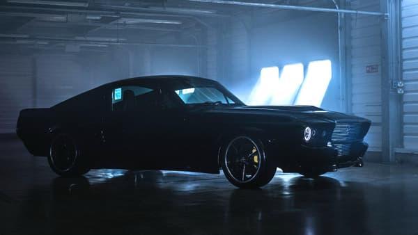 Le moteur électrique affiche une puissance de 300 kW, l'équivalent de 408 chevaux.