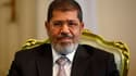 Le président égyptien Mohamed Morsi a gracié lundi tous les prisonniers politiques incarcérés depuis le début de la révolution qui a chassé le président Hosni Moubarak début 2011, sauf ceux condamnés pour meurtre. /Photo prise le 8 octobre 2012/REUTERS/Am