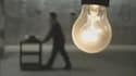 """Dans son documentaire, """"Prêt à jeter"""", la réalisatrice allemande Cosima Dannoritzer évoque une imprimante et une ampoule censées être programmées pour durer peu."""