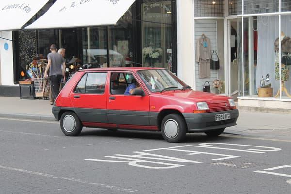 Une Renault 5 de 1989.