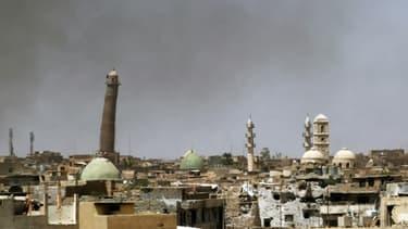 Vue des minarets près de la mosquée Al-Nouri, le 24 mai 2017 dans la vieille Ville de Mossoul