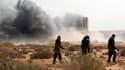 Insurgés sur la route entre Ras Lanouf et Bin Djaouad. La contre-offensive des forces libyennes pour reprendre les villes tombées depuis trois semaines aux mains des rebelles hostiles au régime de Mouammar Kadhafi s'est poursuivie jeudi alors que l'Occide