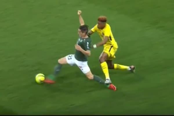 La semelle de Presnel Kimpembé sur Romain Hamouma pendant St-Etienne - PSG