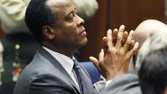 Le Dr Conrad Murray lors de l'annonce de sa condamnation à quatre ans de prison ferme, mardi. Les avocats du médecin personnel de Michael Jackson ont remis vendredi à un tribunal de Los Angeles des documents indiquant qu'il fera appel de sa condamnation p