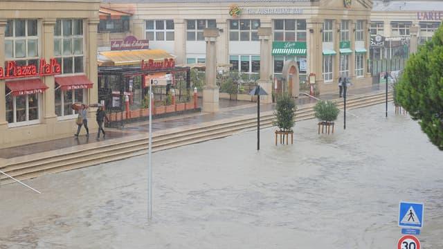 Photo prise le 29 septembre à Montpellier dans une rue inondée, non loin des bords du Lez.