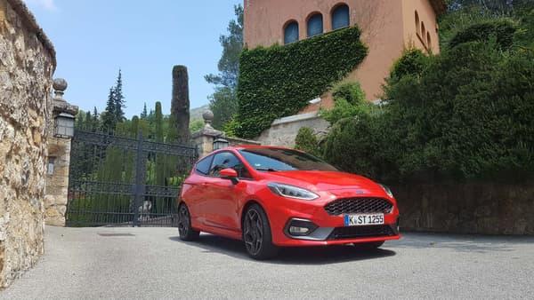 A moins de 30.000 euros, cette version sportive de la Fiesta ne plaira certainement pas aux plus fortunés.