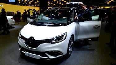 L'actuelle génération du Renault Scénic, ici exposée en 2016 au Mondial de l'Automobile de Paris.
