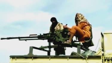 Des combattants jihadistes filmés par une télévision arabe, en Syrie.