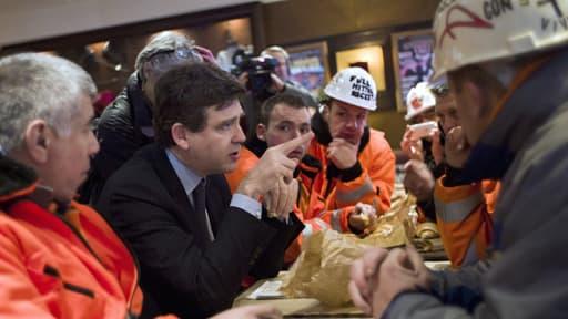 30 novembre 2012: Arnaud Montebourg avec les salariés d'ArcelorMittal qui campent devant Bercy.
