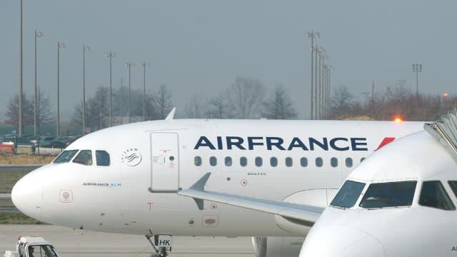 Un agent de piste a, notamment, refuser de laisser atterrir un avion au prétexte q'une femme pilotait l'appareil. (Image d'illustration)