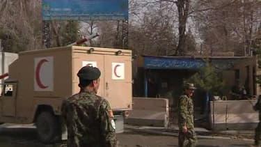 Un attentat suicide a eu lieu à Kaboul samedi matin, en marge de la visite du secrétaire américain à la Défense, tuant neuf civils.