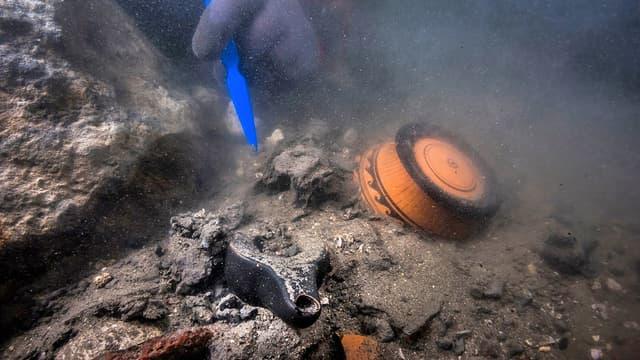Des restes d'un navire militaire découverts à Héracléion