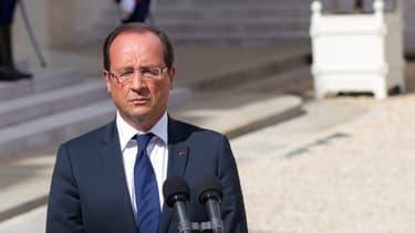 François Hollande dans la cour de l'Elysée, le 25 août 2012.