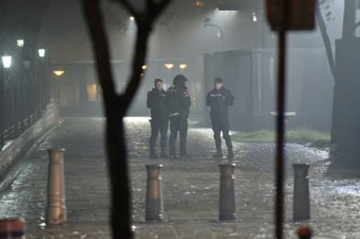 Des policiers bloquent l'accès à la zone entourant l'ambassade des Etats-Unis à Podgorica, au Monténégro, le 22 février 2018