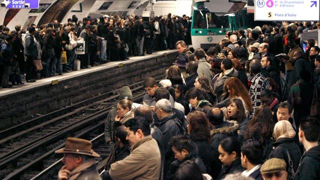De grosses perturbations sont notamment attendues mardi dans les transports en commun.